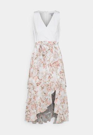 JOANNA FRILL MAXI DRESS - Sukienka letnia - vintage coral