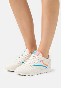 Reebok Classic - Trainers - footwear white/carbon/vector red - 0