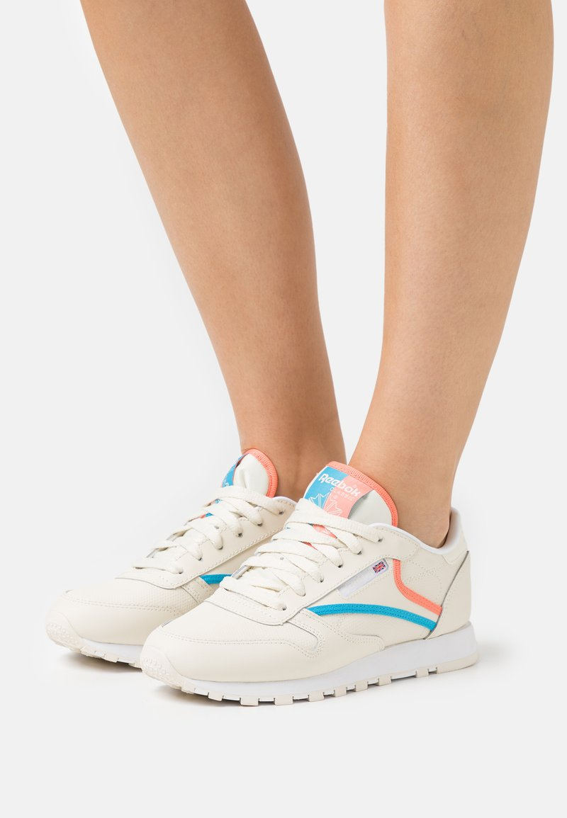 Reebok Classic - Trainers - footwear white/carbon/vector red
