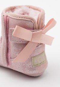 UGG - JESSE BOW II SHIMMER - First shoes - pink cloud - 5
