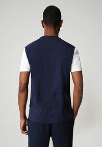 Napapijri - S-ICE COLOUR BLOCK - Print T-shirt - medieval blue - 2