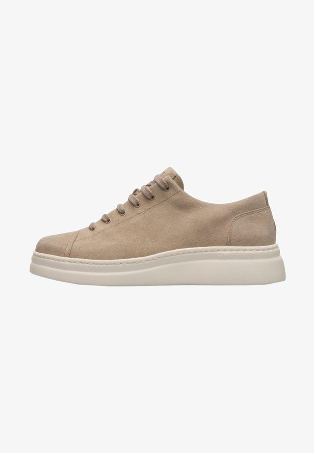 RUNNER UP - Zapatillas - beige