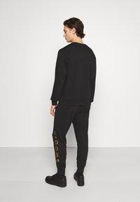 Nike Sportswear - PANT - Tracksuit bottoms - black/gold foil - 2