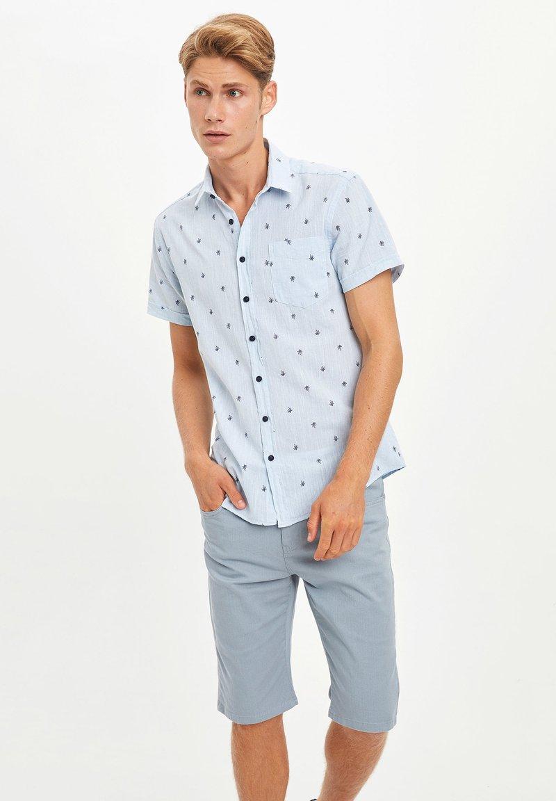 DeFacto - Jeansshort - blue
