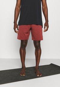 Nike Performance - YOGA - Korte broeken - redstone/bronze eclipse - 0