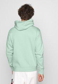 Nike Sportswear - CLUB HOODIE - Zip-up sweatshirt - pistachio frost/white - 2