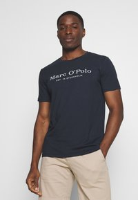 Marc O'Polo - SHORT SLEEVE ROUND NECK - Print T-shirt - total eclipse - 0