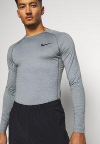 Nike Performance - Sports shirt - smoke grey/light smoke grey/black - 5