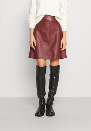 Kožená sukně - heritage red