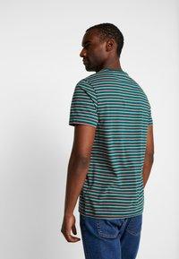 Farah - WEBSTER TEE - Print T-shirt - bright emerald - 2