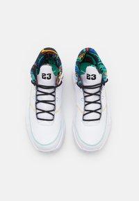 Jordan - MAX AURA 3 - Sneakers alte - white/black/roma green/university red/pollen/game royal - 3