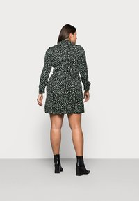 Glamorous Curve - MINI DRESS - Shirt dress - black/green - 2