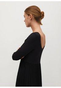 Mango - PLISSÉE - Maxi dress - noir - 5