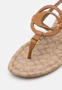 Coach - JERI - T-bar sandals - light saddle/stone - 6