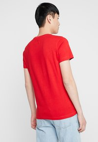Calvin Klein Jeans - MONOGRAM POCKET SLIM TEE - Triko spotiskem - red - 2