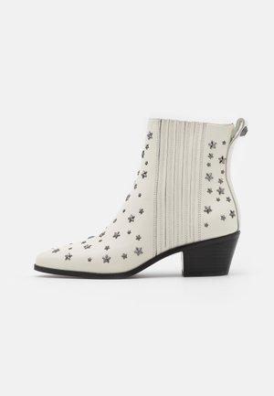 BONNIE  - Cowboy/biker ankle boot - white