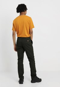 Dickies - 872 SLIM FIT WORK PANT  - Chinot - olive green - 2