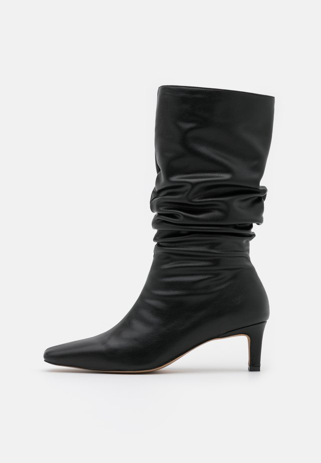 LOOSE EXTENDED SQUARED TOE BOOTS - Boots - black