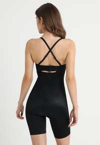Spanx - SUIT YOUR FANCY STRAPLESS CUPPED MID-TIGH BODYSUIT - Body - very black - 4
