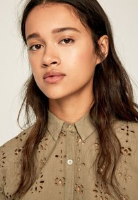 Pepe Jeans - COCO - Button-down blouse - thyme - 4