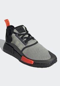 adidas Originals - NMD_R1 - Sneakers basse - halo green/core black/semi solar red - 2