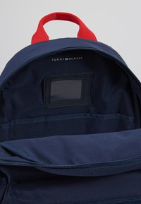 Tommy Hilfiger - KIDS FLAG BACKPACK - Zaino - blue - 5