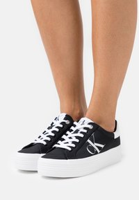 Calvin Klein Jeans - VULCANIZED FLATFORM LACEUP - Trainers - black - 0