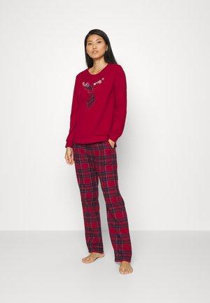 CHARACTER - Pyjama - rumba red