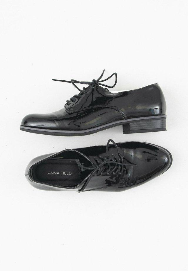 Veterschoenen - black