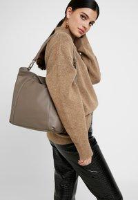 Liebeskind Berlin - IVA20 - Across body bag - cold grey - 1