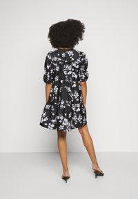 Vero Moda Petite - VMASIA DRESS  - Sukienka letnia - black - 2