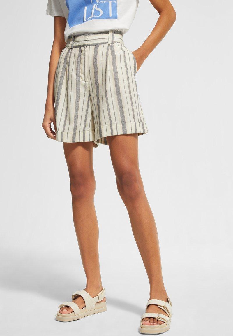 comma casual identity - Shorts - white woven stripes
