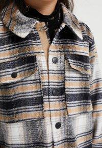WE Fashion - Krótki płaszcz - beige - 2