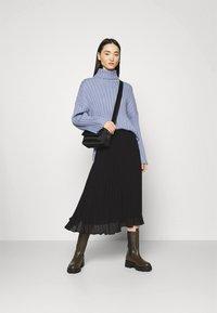 Monki - LAURA PLISSÉ SKIRT - A-line skirt - black dark - 1