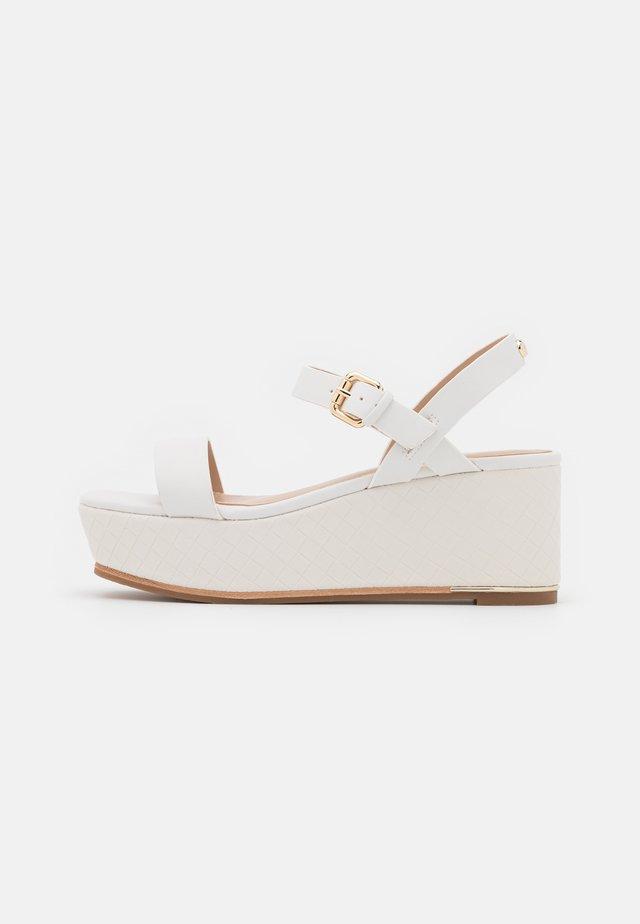 ELOINIEL - Sandalen met plateauzool - white