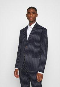 Isaac Dewhirst - BOLD STRIPE SUIT - Suit - dark blue - 2