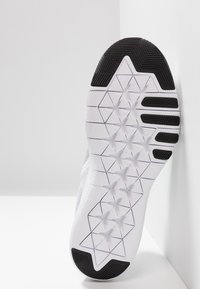 Nike Performance - FLEX TRAINER 9 - Scarpe da fitness - white/black/pure platinum - 4