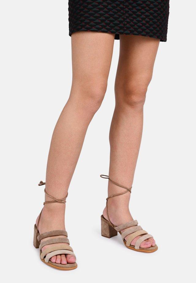 LETIZIA  - Sandaalit nilkkaremmillä - beige