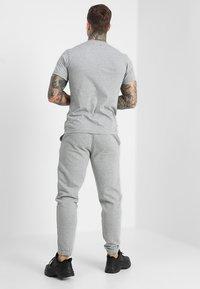 Le Fix - PATCH TEE - T-shirt basique - grey melange - 2