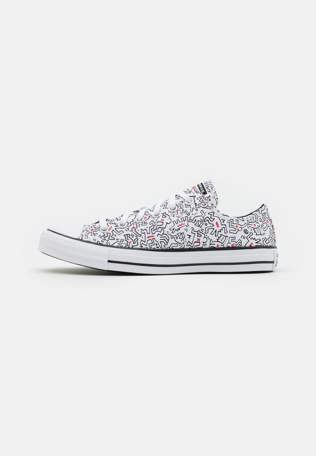 CONVERSE X KEITH HARING CHUCK TAYLOR ALL STAR - Sneakers laag - white/black
