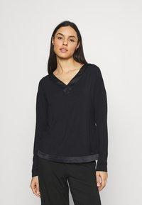 Calvin Klein Underwear - V NECK - Pyjama top - black - 0