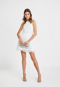 ONLY - ONLEDITH DRESS - Koktejlové šaty/ šaty na párty - cloud dancer - 1