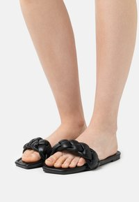Koi Footwear - VEGAN TOZEN PADDED SLIDERS - Mules - black - 0