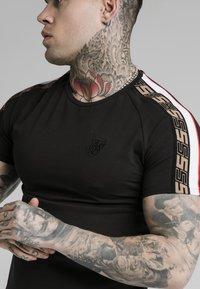 SIKSILK - RAGLAN TECH TEE - Print T-shirt - black - 4