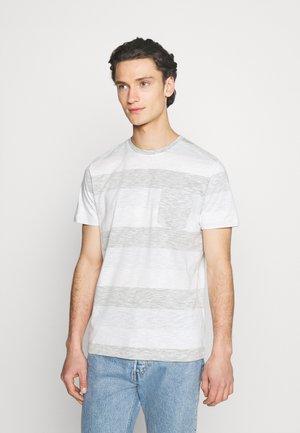 JJSTRIPE TEE CREW NECK - T-shirt print - dusty olive