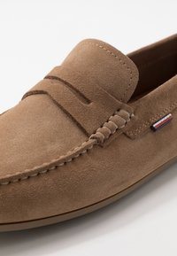 Tommy Hilfiger - CLASSIC PENNY LOAFER - Mocassini - beige - 5