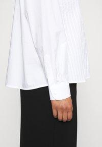 Tory Burch - POPLIN PLEATED - Button-down blouse - white - 4