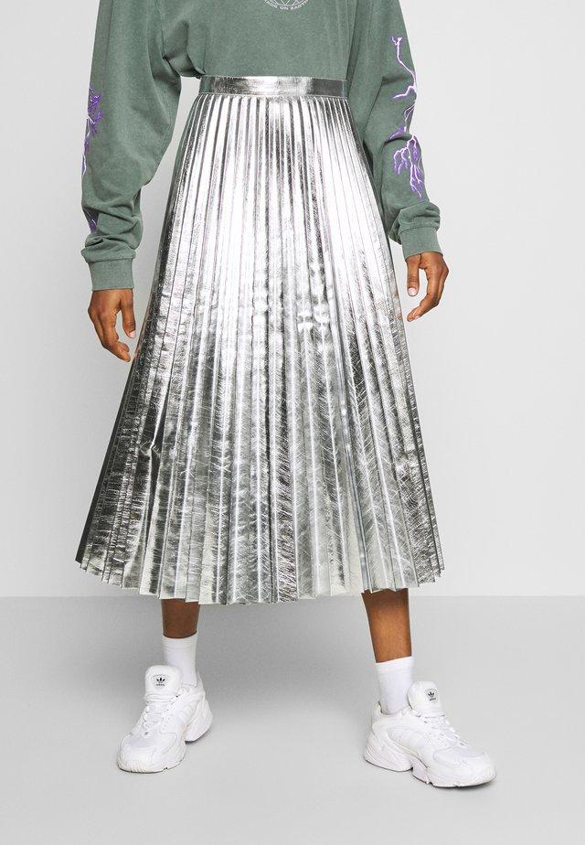 METALLIC  MIDI - A-line skirt - silver
