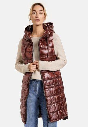 OUTDOOR LANG GESTEPPTE - Waistcoat - chestnut