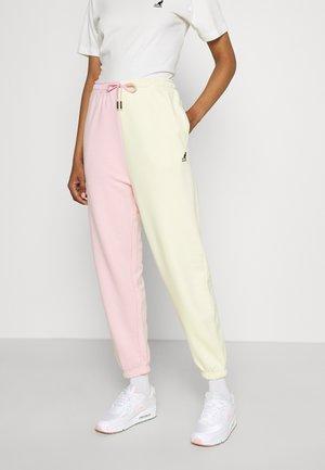 GEORGIA SLICED PANTS - Joggebukse - light pink/pale yellow